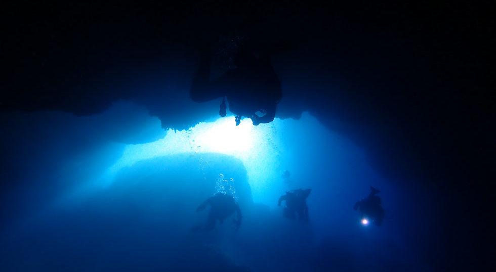 カラカラ先生ダイビング ハチの巣ホール 池浮上